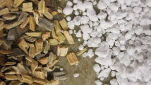 Liming Requirements And pH Modification For Pine Wood Chips As An Alternative To Perlite