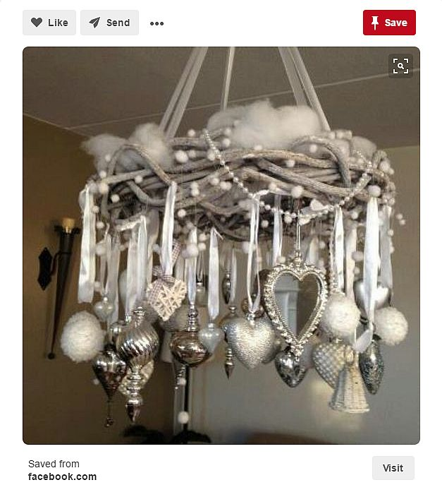 horizontal-wreath-with-hanging-ornaments
