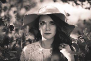 woman-in-a-hat-in-a-garden